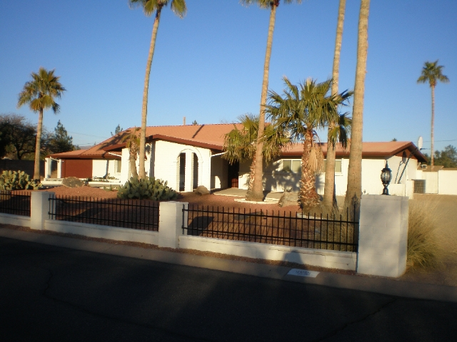 Great Sscottsdale home with split floorplan, pool, and huge lot