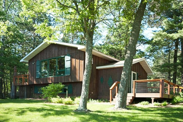 Beautiful lakefront home! 2