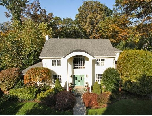 http://searchallproperties.com/listings/1543565/450-Knollwood-Ridgewood-New-Jersey