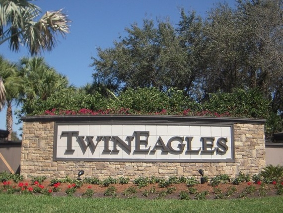 Twin Eagles - Naples