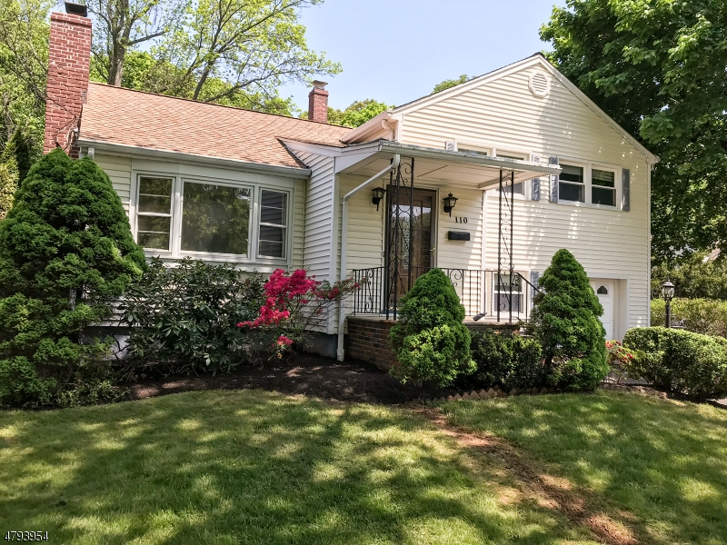 Photo of home for sale at 110 WOODLAND RD, New Providence Boro NJ