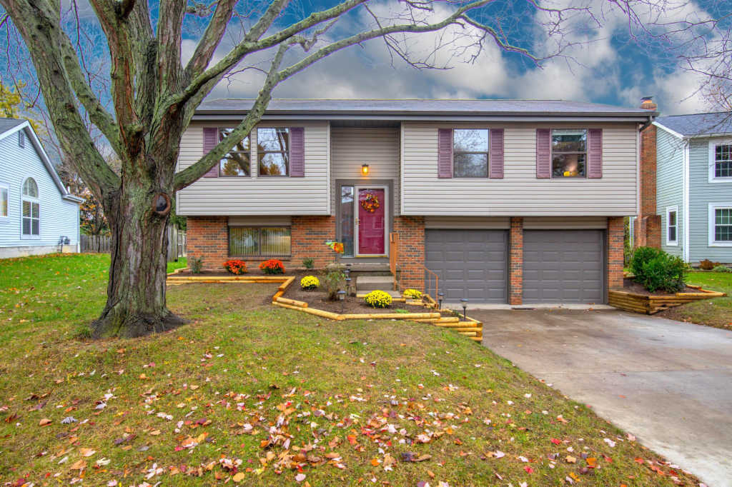 Photo of home for sale at 1652 Weather Stone Lane, Columbus OH