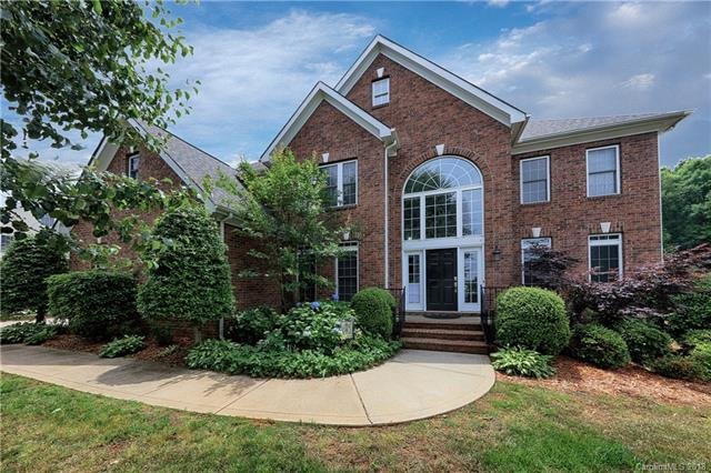 Photo of home for sale at 137 Huntfield Way, Mooresville NC