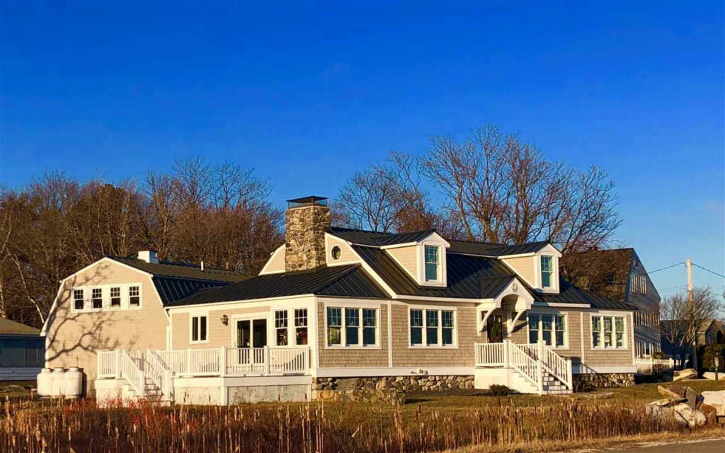 Photo of home for sale at 871 Ocean Boulevard, Rye NH