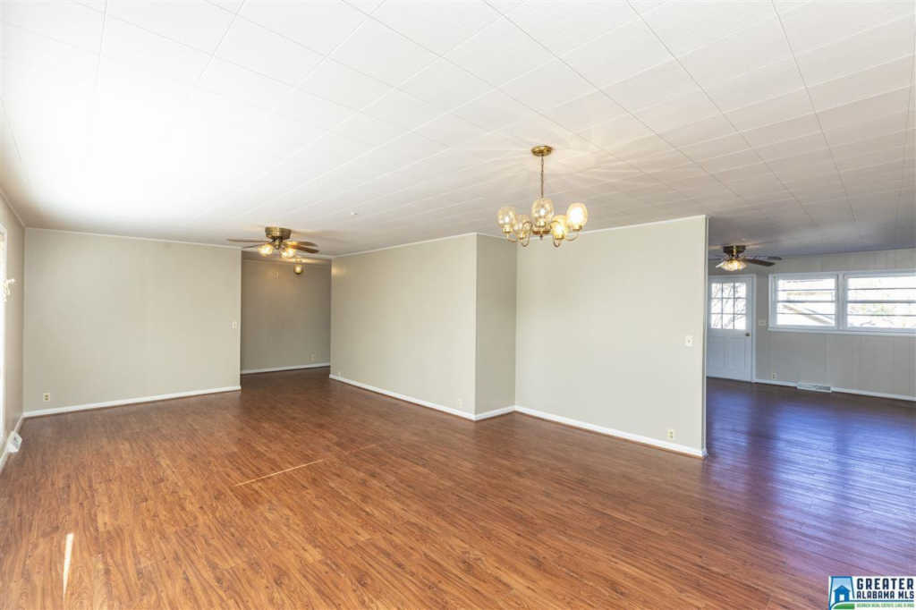Photo of home for sale at 1304 1st Ave W, Alabaster AL