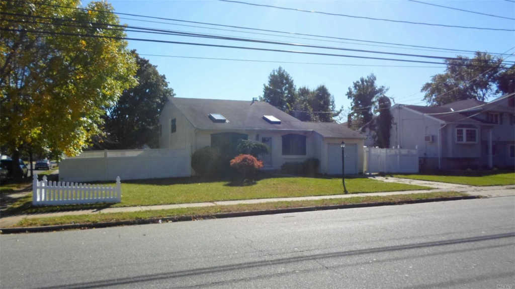 Photo of home for sale at 184 Linden St N, Massapequa NY