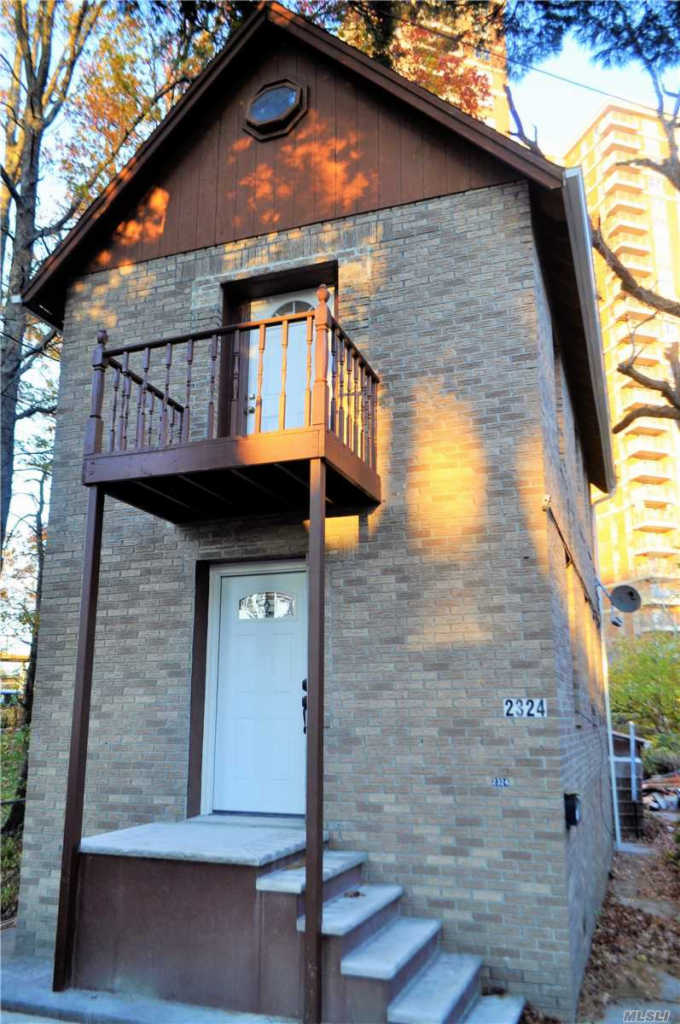 Photo of home for sale at 2324 Boller Ave, Bronx NY