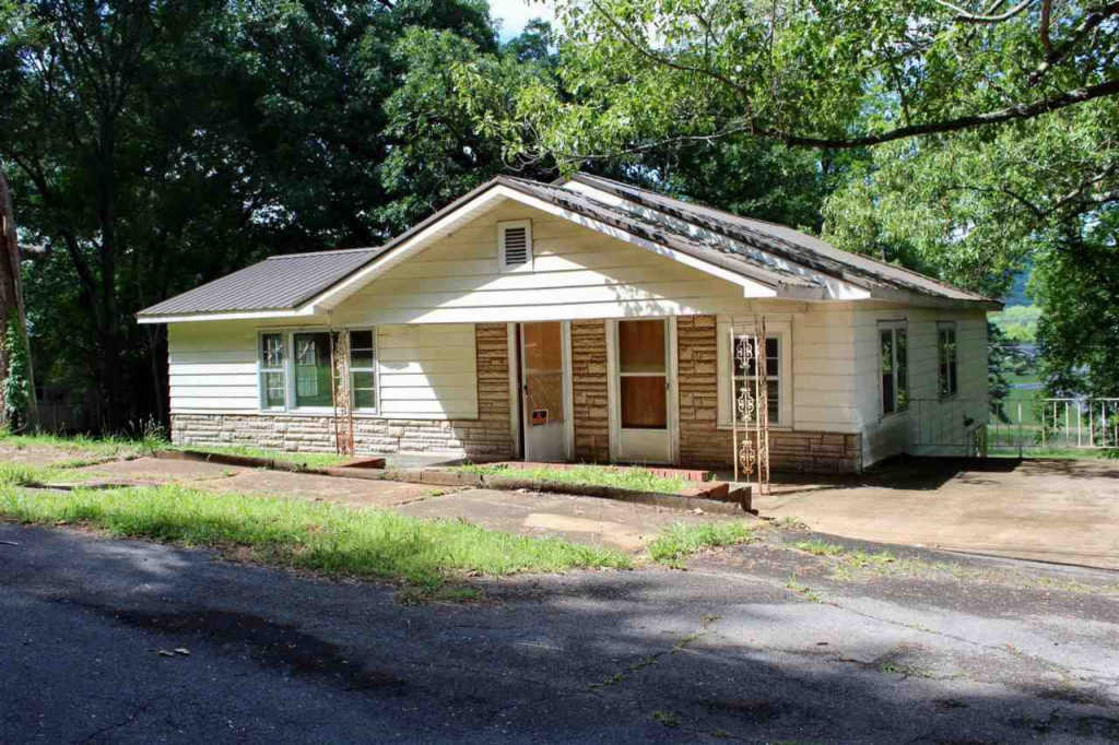 Photo of home for sale at Alabama Highway 205, Guntersville AL