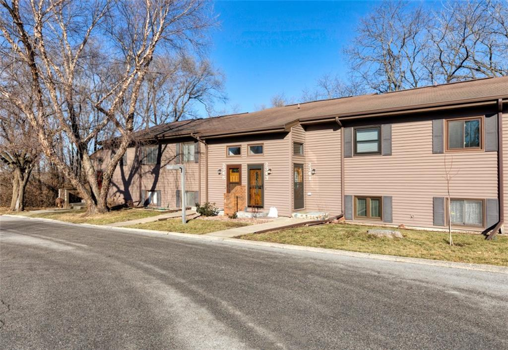 Photo of home for sale at 2343 Glenwood Drive, Des Moines IA