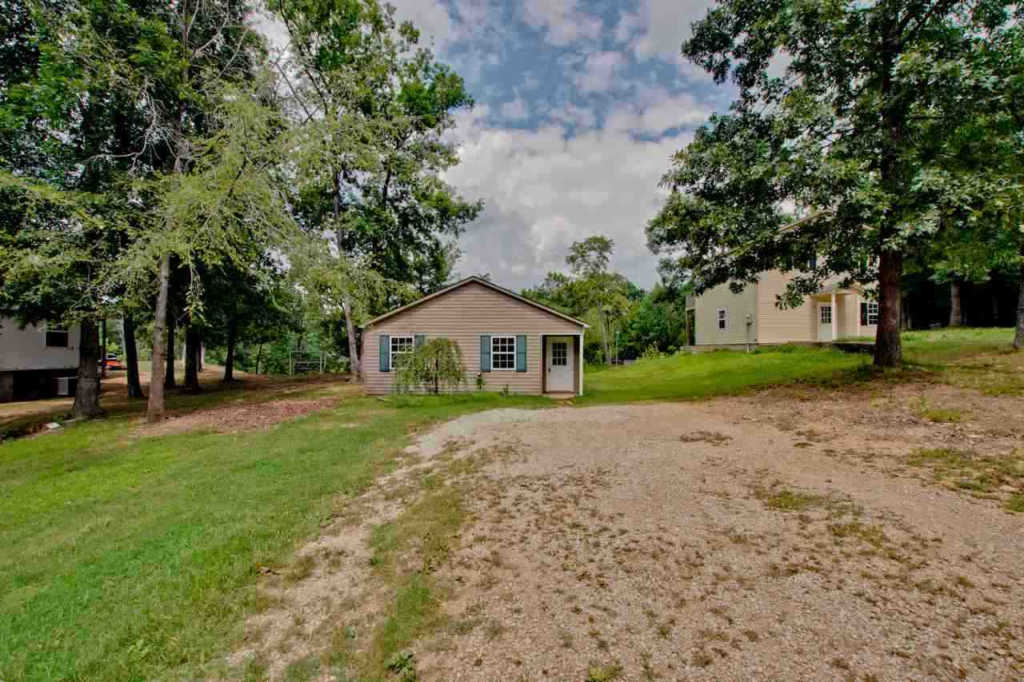 Photo of home for sale at County Road 110, Rogersville AL