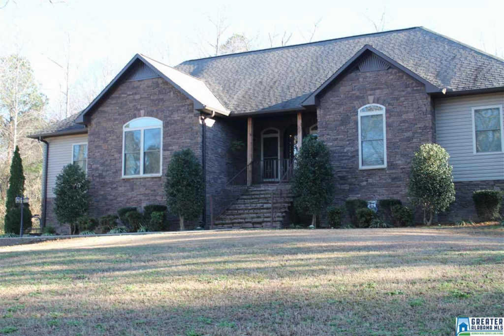 Photo of home for sale at 916 Horton Mill Rd, Oneonta AL