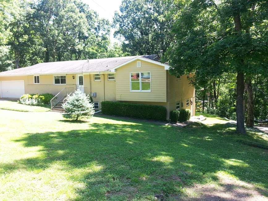 Photo of home for sale at 2105 Covemont Drive, Huntsville AL