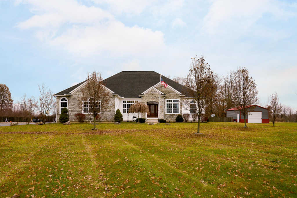Photo of home for sale at 2700 Bean Oller Road, Delaware OH