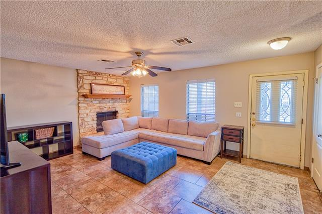 Photo of home for sale at 901 Mays ST S, Round Rock TX