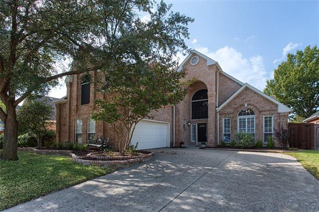 Photo of home for sale at 1402 Crown Point Road, Mckinney TX
