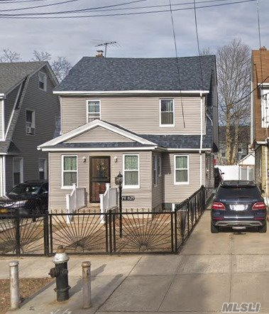 Photo of home for sale at 191-29 112Th Rd, St. Albans NY