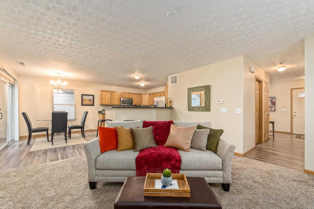 Photo of home for sale at 7138 Reynolds Crossing Drive, Reynoldsburg OH