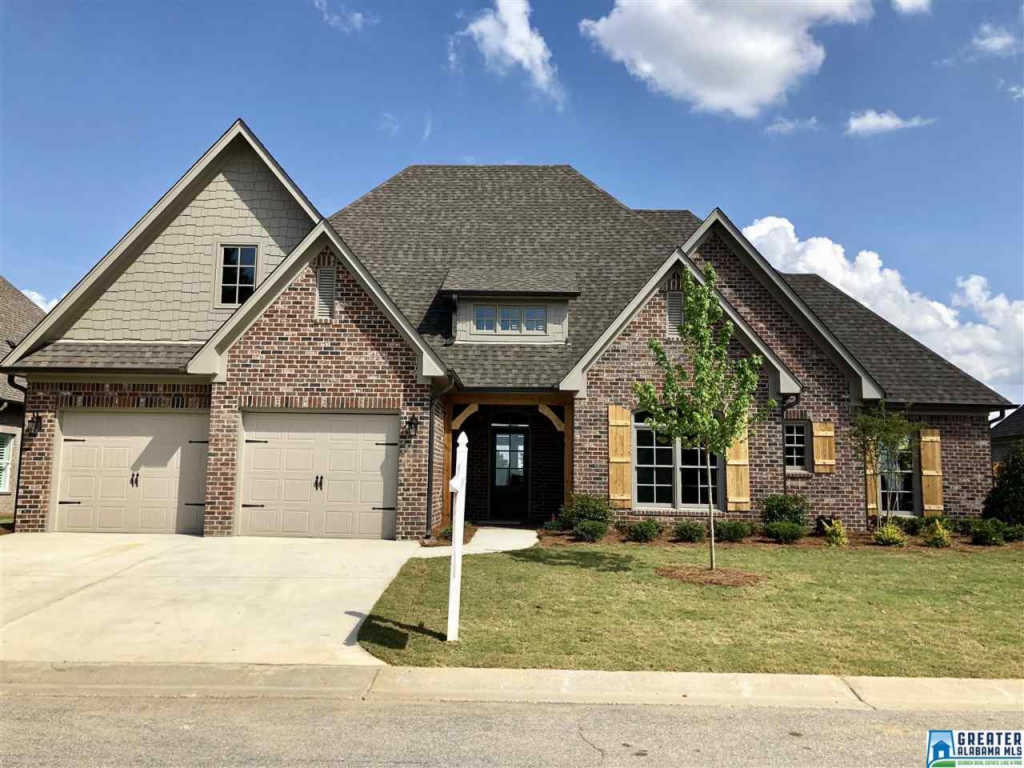 Photo of home for sale at 419 Oxford Way, Pelham AL