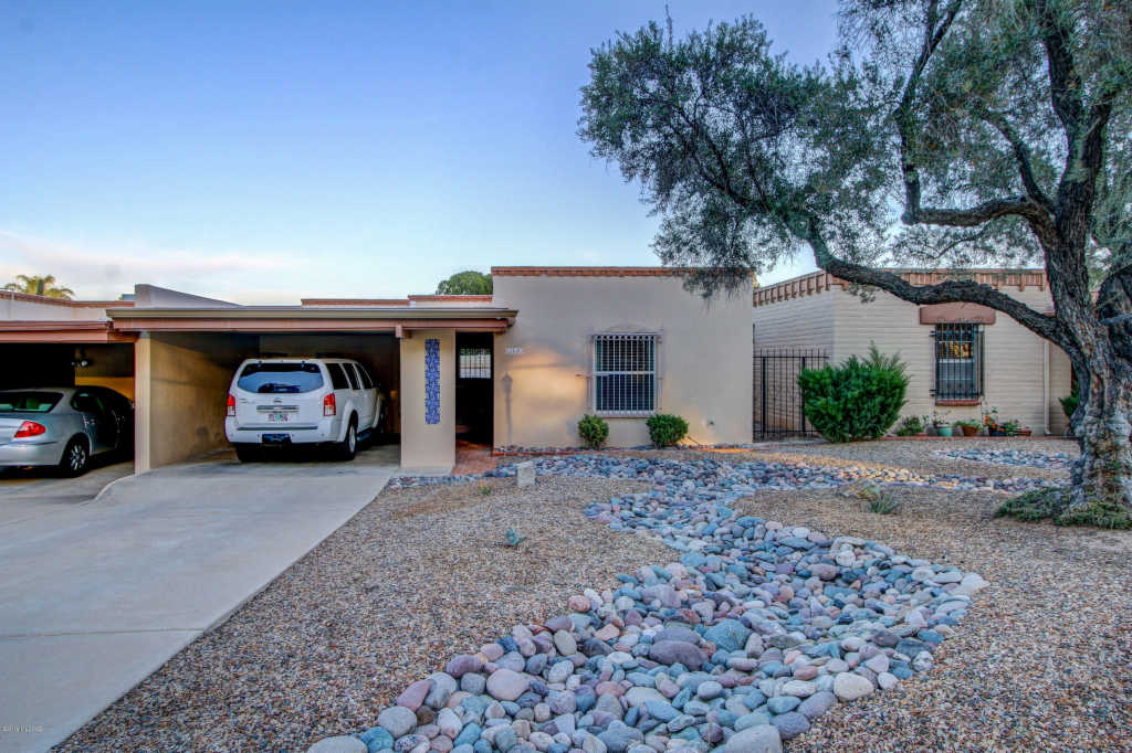 Photo of home for sale at 2440 Sahuara Avenue N, Tucson AZ