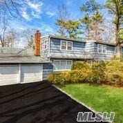 Photo of home for sale at 2 Pine Dr S, Roslyn NY