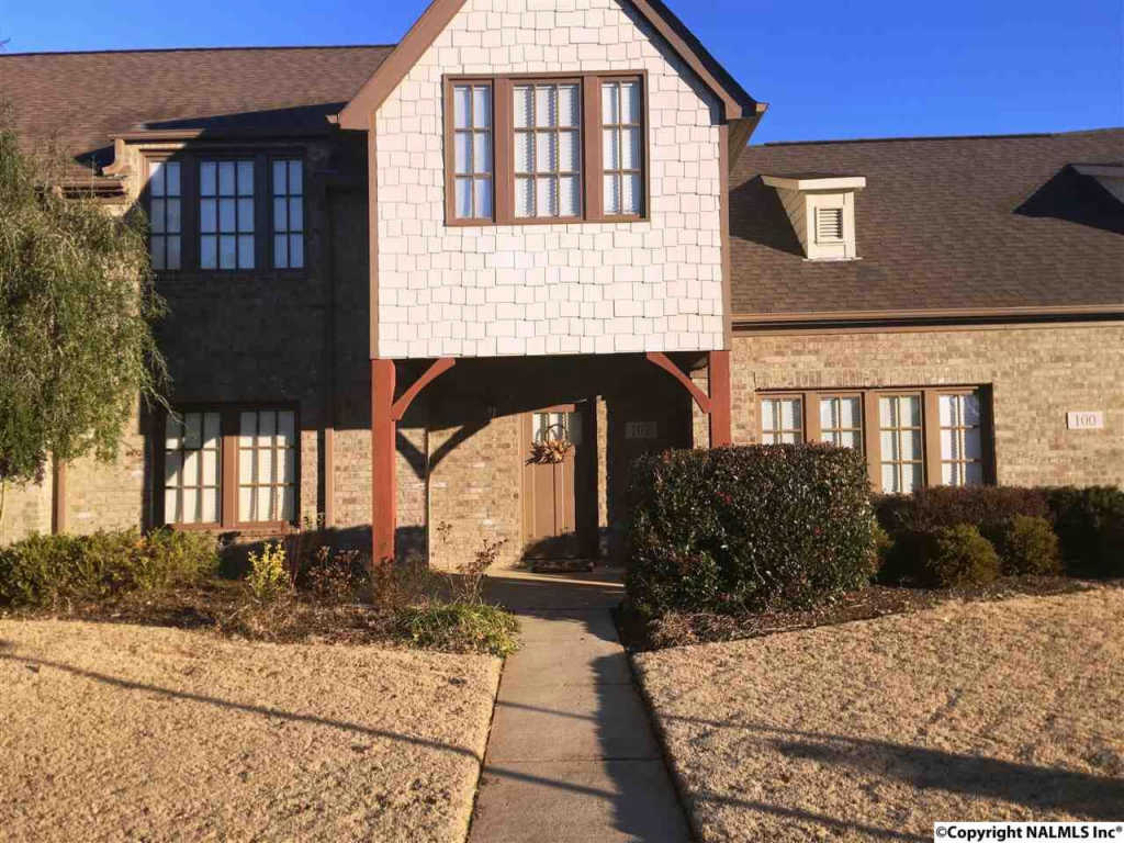 Photo of home for sale at Bell Tower Lane, Huntsville AL