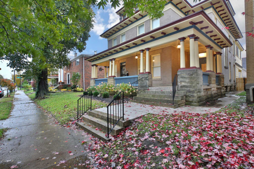 Photo of home for sale at 1063 Bryden Road, Columbus OH
