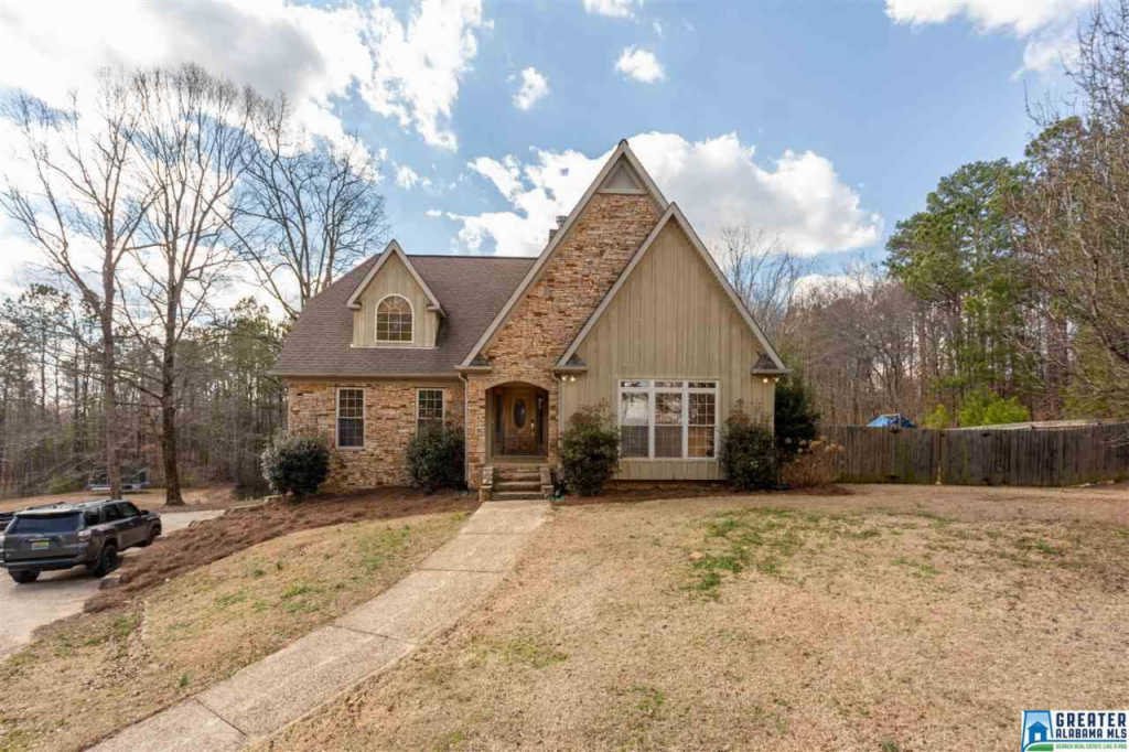 Photo of home for sale at 2825 Co Rd 1, Oneonta AL