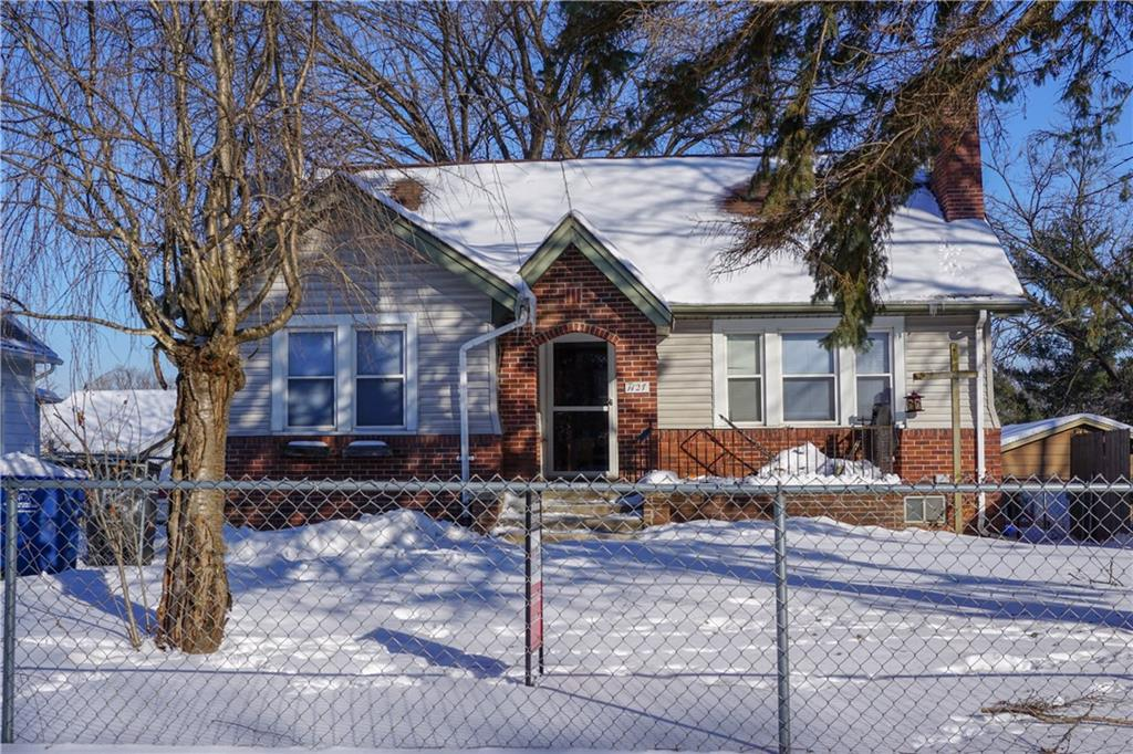 Photo of home for sale at 1127 Virginia Avenue, Des Moines IA