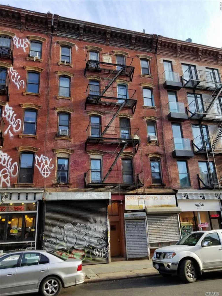 Photo of home for sale at 191 Bedford Ave, Brooklyn NY