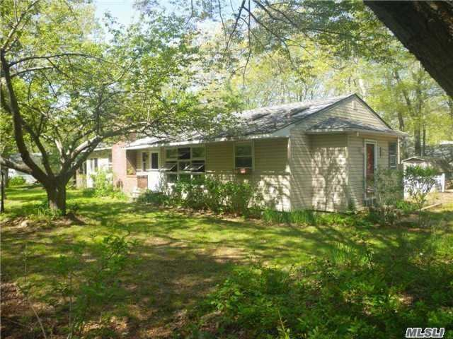 Photo of home for sale at 445 Wesland Rd, Southold NY