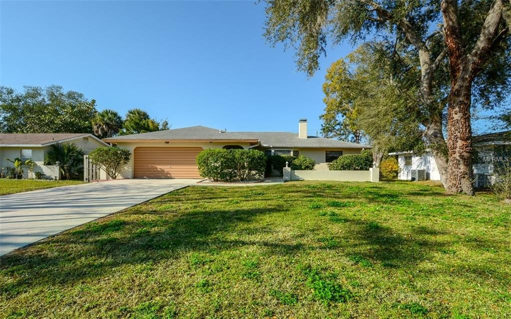 Photo of home for sale at 427 GULF BREEZE BOULEVARD, Venice FL