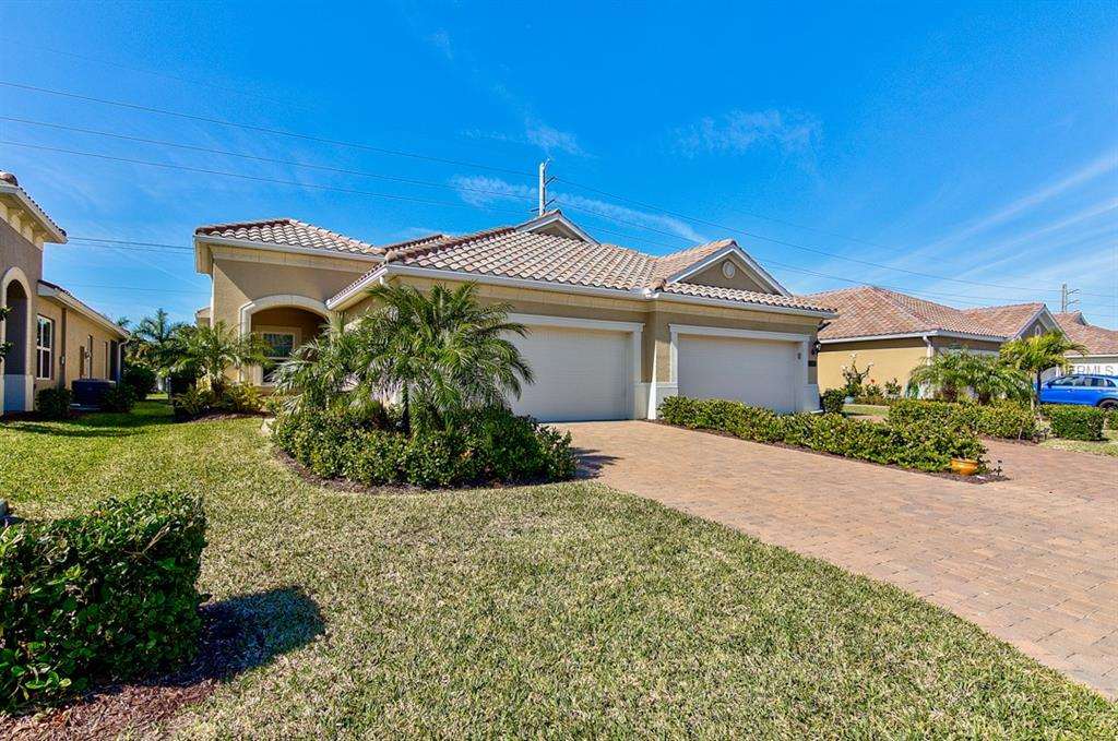 Photo of home for sale at 1312 CALLE GRAND ST, Bradenton FL