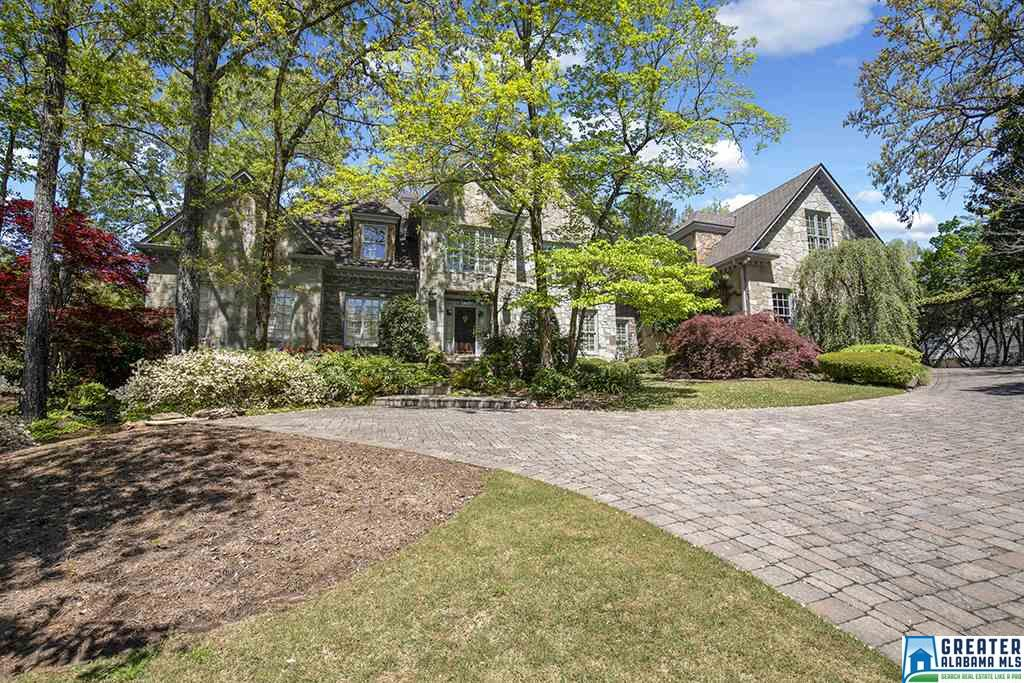 Photo of home for sale at 4012 Greystone Dr, Hoover AL