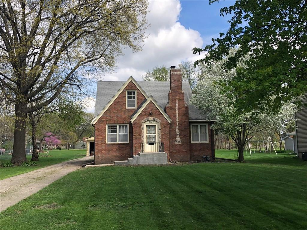 Photo of home for sale at 2711 50th Street, Des Moines IA