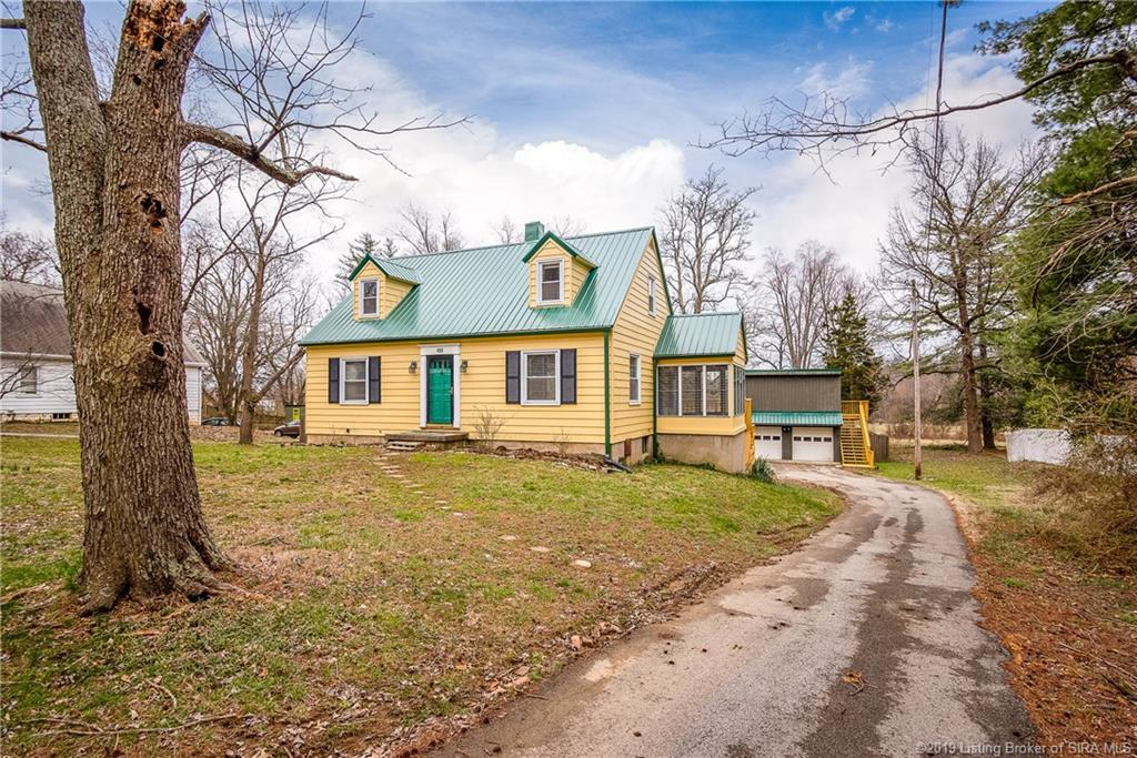 Photo of home for sale at 405 Captain Frank Road, New Albany IN