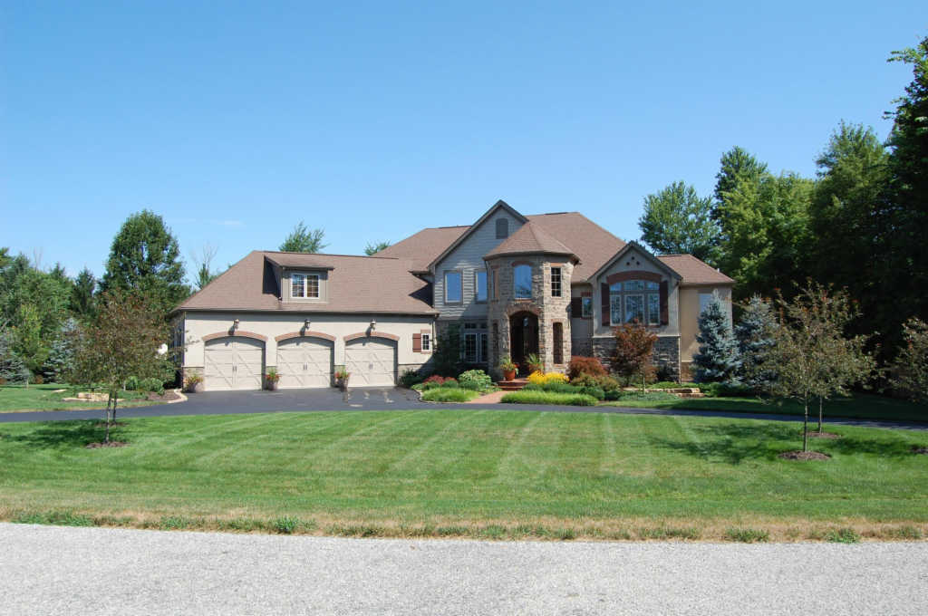 Photo of home for sale at 1600 Malabar Court, Delaware OH