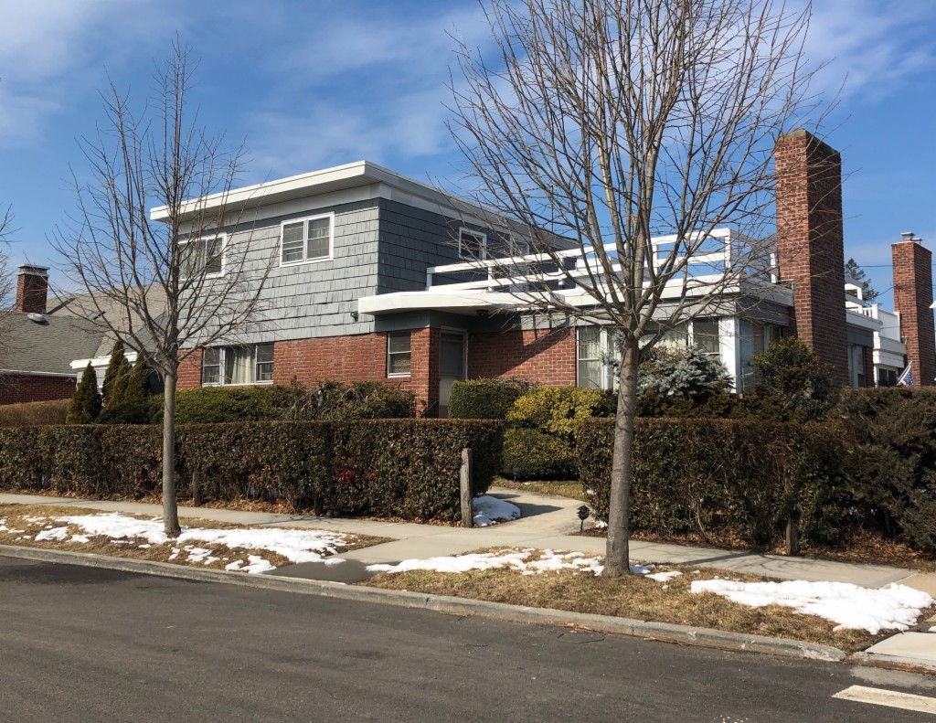 Exp Ranch, Residential - Beechhurst, NY