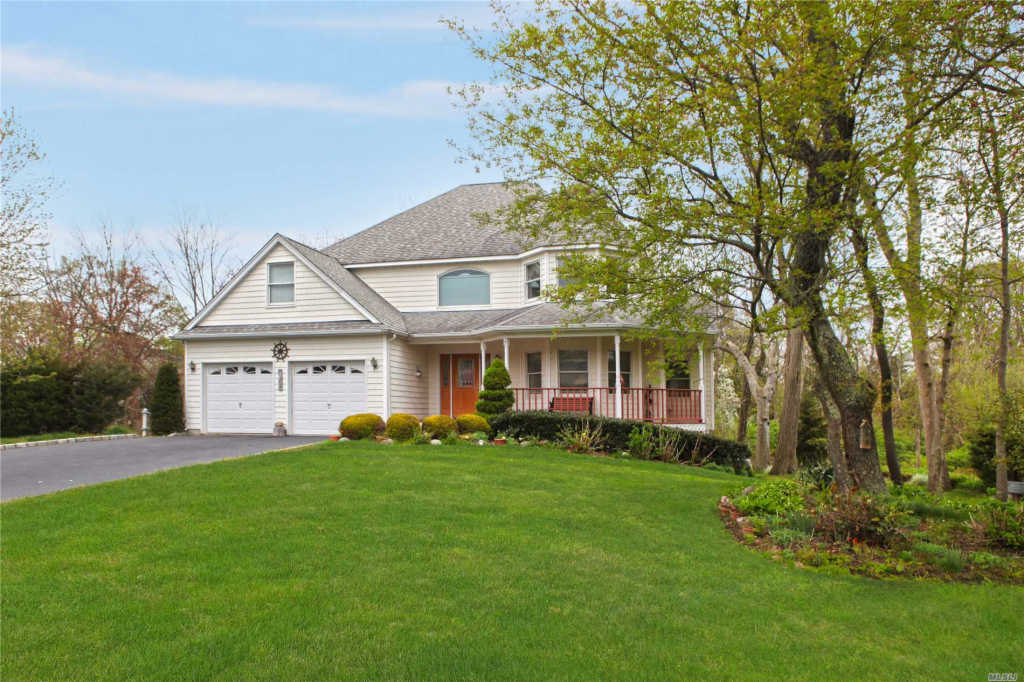 Photo of home for sale at 26 Seacove Ln, South Jamesport NY