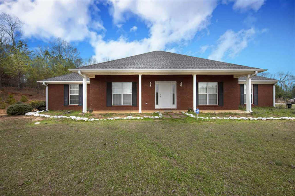 Photo of home for sale at 4891 Montevallo Rd, Centreville AL