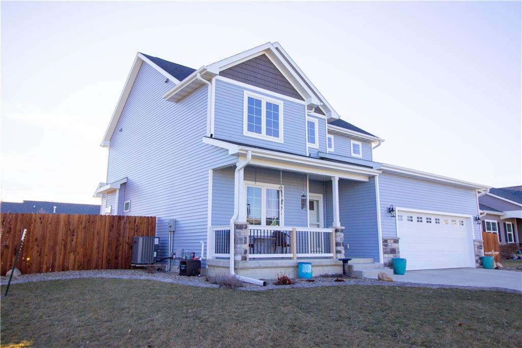 Photo of home for sale at 601 10th Avenue N, Winterset IA