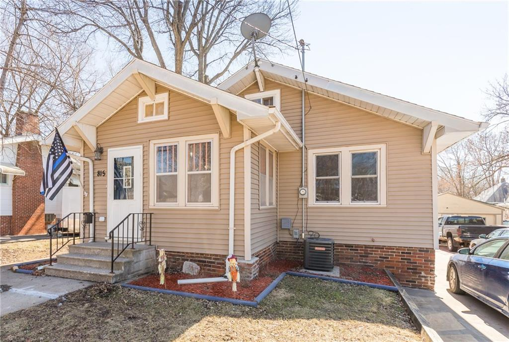 Photo of home for sale at 815 Grandview Avenue, Des Moines IA