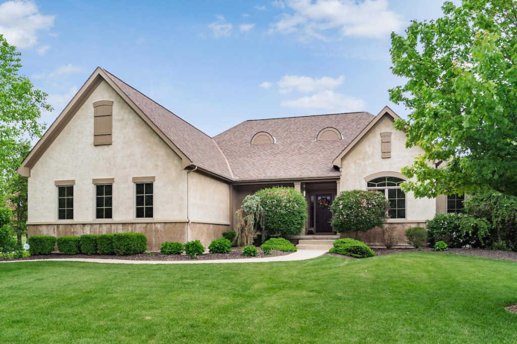 Photo of home for sale at 8204 Davington Drive, Dublin OH