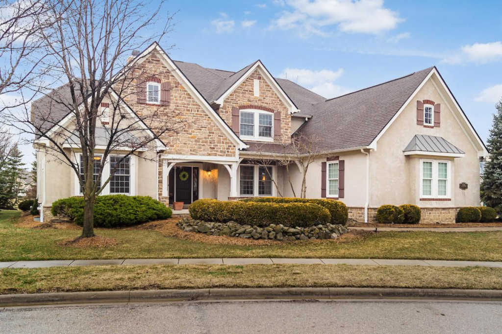 Photo of home for sale at 6674 Traquair Place, Dublin OH