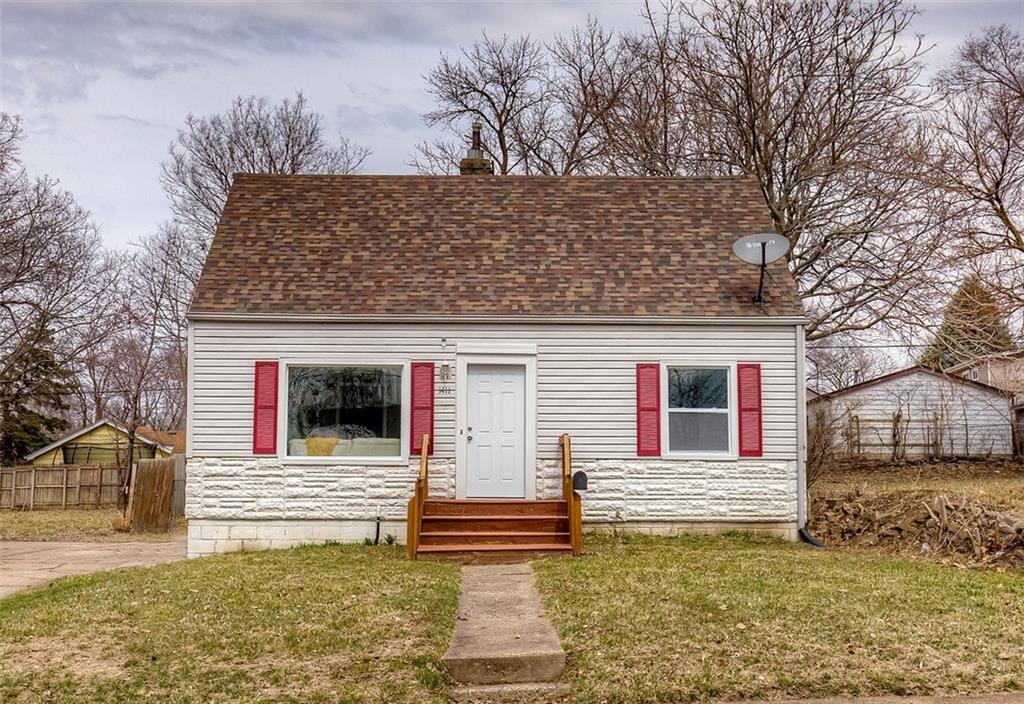 Photo of home for sale at 1411 Clinton Avenue, Des Moines IA