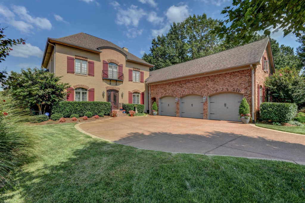 Photo of home for sale at 900 Plantation Way, Gallatin TN