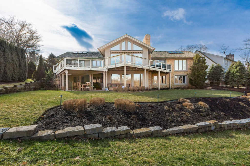 Photo of home for sale at 5816 Leven Links Court, Dublin OH