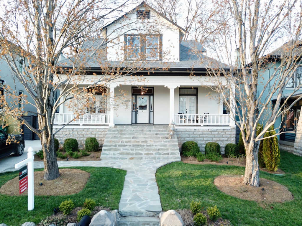 Photo of home for sale at 1402 Linden Ave, Nashville TN