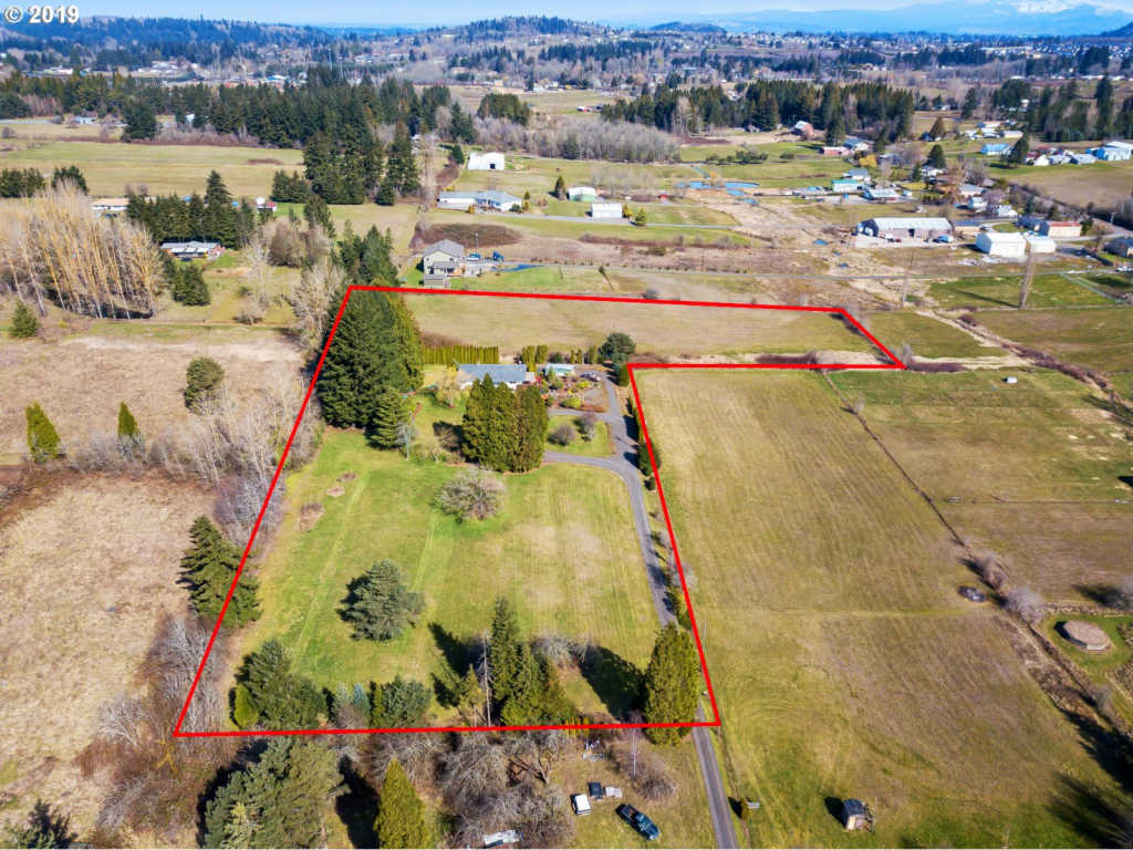 Photo of home for sale at 17797 HEMRICH RD SE, Damascus OR