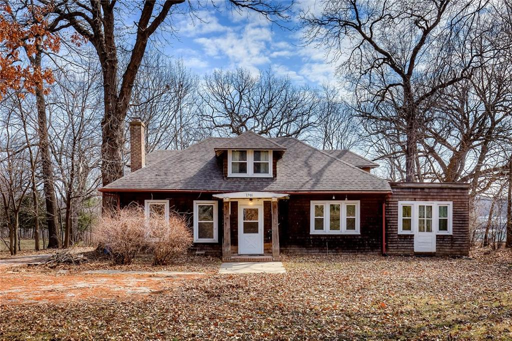 Photo of home for sale at 1701 Arlington Avenue, Des Moines IA
