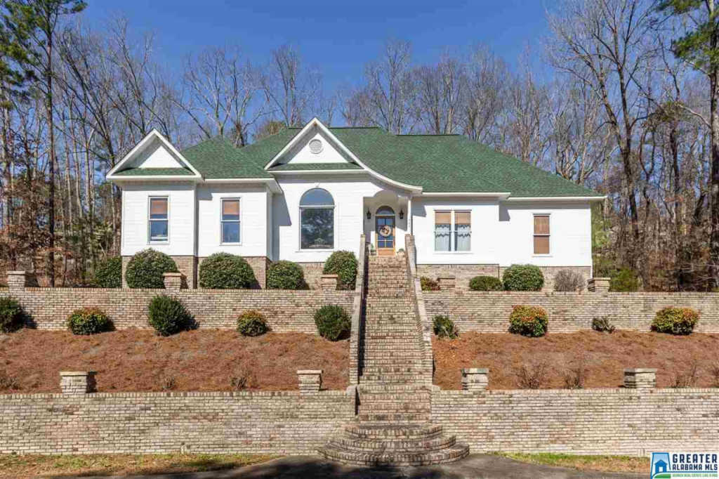 Photo of home for sale at 797 Heritage Rd, Oneonta AL
